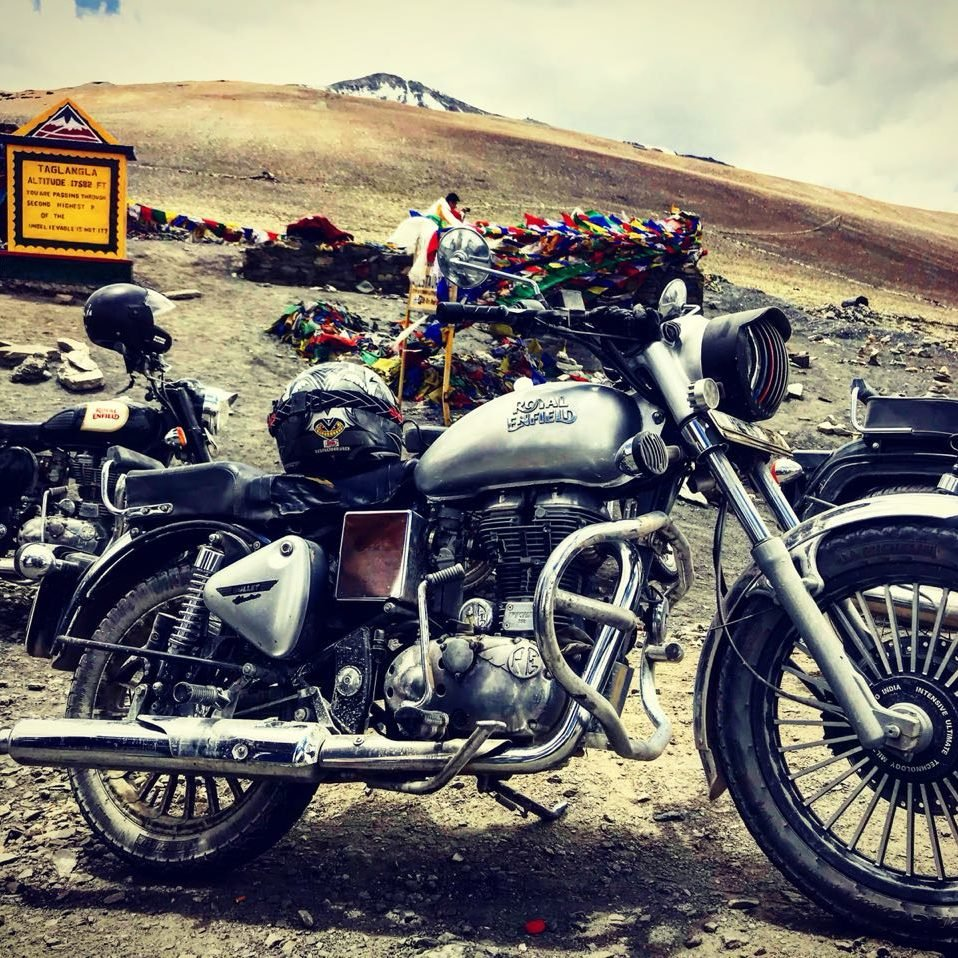 travellency ladakh tour bike